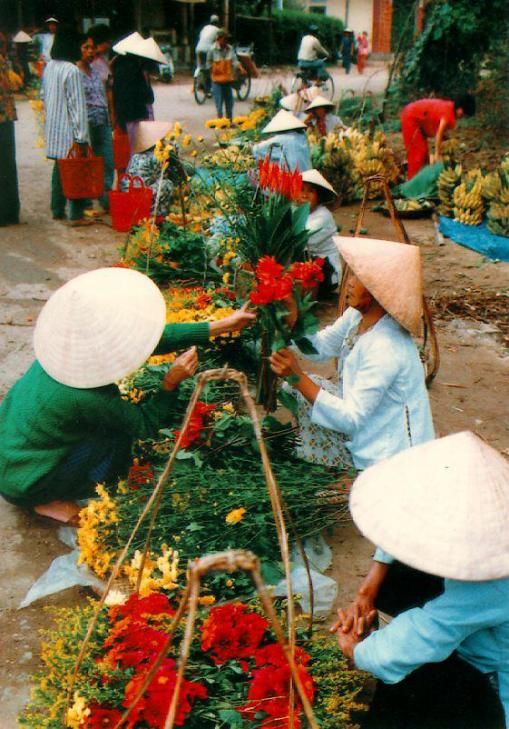 Vietnamese Women and Flowers